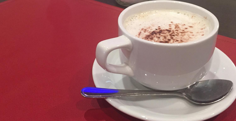 Kaffepause während einer Präsenzveranstaltung